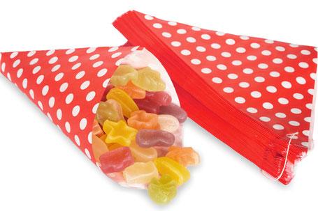 Spitztütentüten aus Papier in Rot mit weißen Punkten