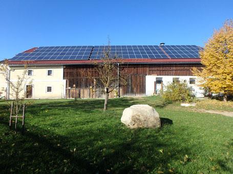 Photovoltaik-Anlage der Helios Sonnenstrom-GmbH auf dem Dach des Biohof Krammer-Pinter