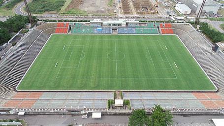 テクノポート福井総合公園のスタジアムは全面芝生