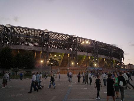 Stadio San Paolo Napoli Neapel außen Sonnenuntergang