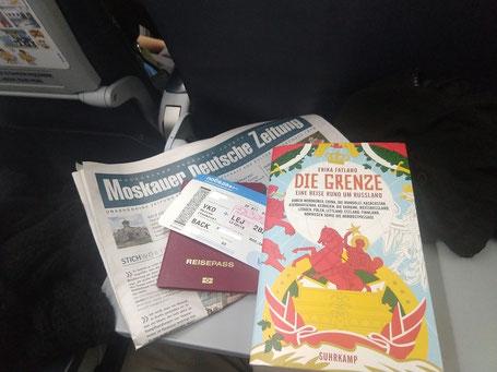 Erika Fatland Die Grenze Buch Flugzeug