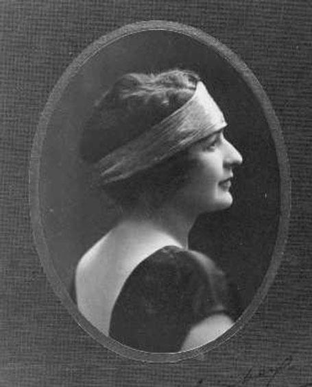 Suzanne Grinberg était avocate et  journaliste militante de la cause féminine, elle a été convaincue par cette formation maritime féminine