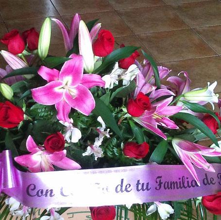 Centro de flores para difuntos de la floristería de Zamora