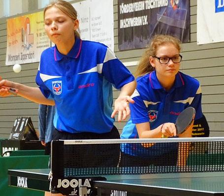 Josephine Heilck r.- Johanna Stein – das Doppel 1 der Schülerinnenmannschaft