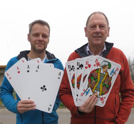 Die Sieger Albert Vosseler und Sebastian Kleffner.......      Na, bei DEN Karten!