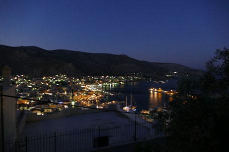 Pothia, Hafenstadt von Kalymnos am Abend