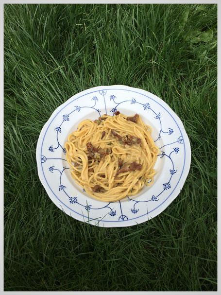 one pot pasta spaghetti mit pfifferlingen und zucchini essen kosmetik putzmittel etc aus. Black Bedroom Furniture Sets. Home Design Ideas