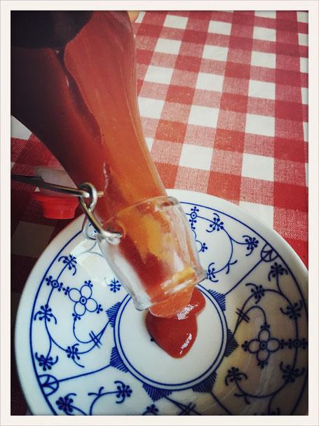 Ruck Zuck Ketchup, Ketchup selbst gemacht, Ketchup Thermomix, Tomatenketchup Thermomix, Ketchup vegan selbst gemacht, Ketchup vegan Thermomix, schneller Ketchup,