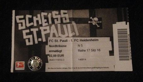 Der FC St. Pauli erweist beim Design der Tickets Humor.