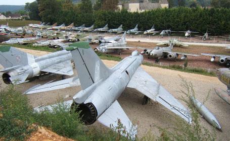 Avions de chasse, musée château de Savigny