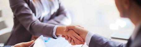 Ein Handschlag als Vertrag ist heute selten geworden. Rechtsanwalt für Arbeitsverträge In Rastatt und Bühl