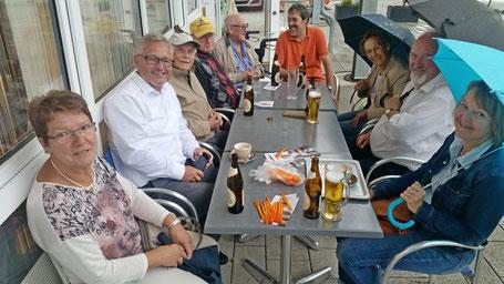Bild (HU):MdB Lothar Riebsamen(2.v.l.) mit CDU-Vorstand und Bürgern von Eriskirch