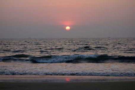 Ocaso en la playa de Goa, India.