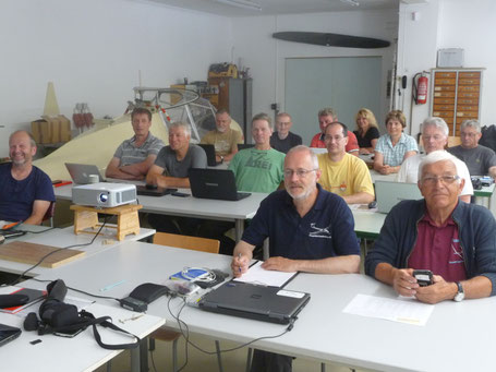 Eröffnungsbriefing im 'Seminarraum' (Foto: Frank Borrmann)