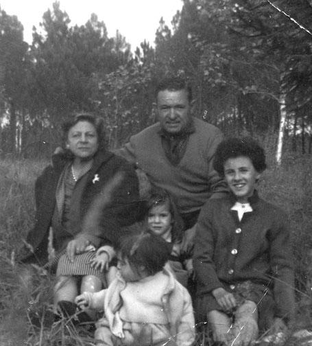 Yvonne GOURDON, André MURAT, leur fille Rosine, leurs petites filles Patricia et Fabienne.
