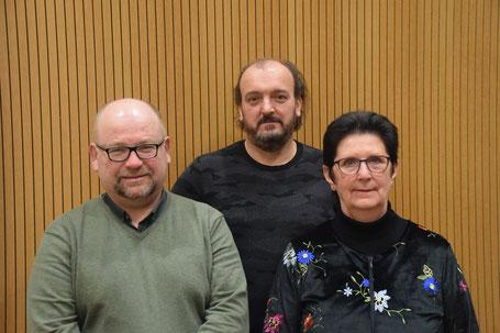 Vlnr: Kris Notebaert, schepen voor senioren, Alexander Tydtgat, welzijnsconsulent en Monique Masschelein, voorzitter seniorenraad.