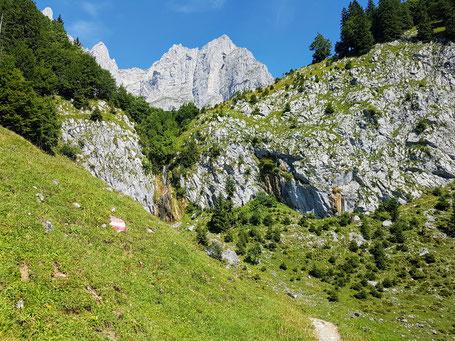 Wilder Kaiser beim Stiegenbach Wasserfall