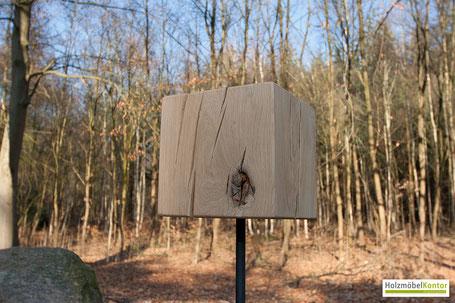 Dekosäule Eichenholzblock im Eichenwald