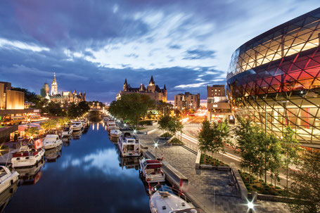 OTTAWA, RIDEAU CANAL, BOATS, CONVENTION CENTRE, PARLIAMENT