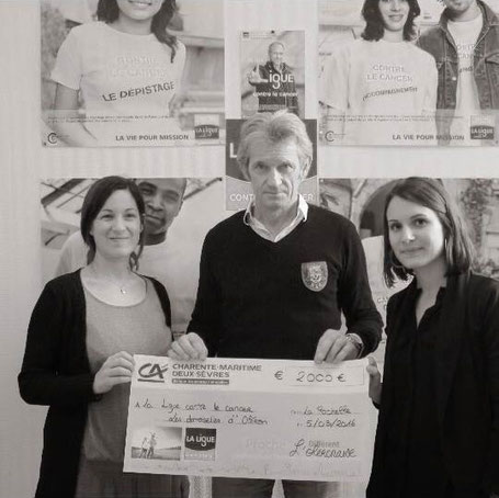 Don de 2000€ pour la Ligue contre le cancer par Les Demoiselles d'Oléron