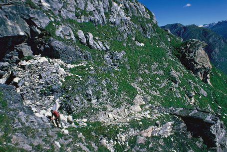 Bergwerk Starlera. Blick gegen E in die Bergplattform. Bergbau Hinterrhein Gebiet, Schams, Avers.