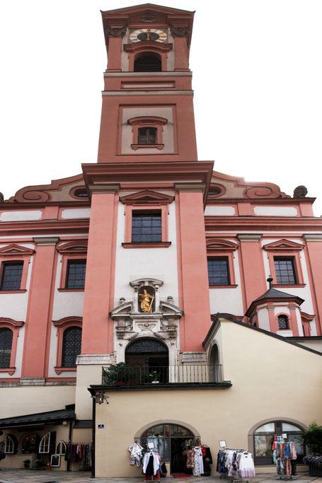"""Immobilienfoto: zusammenge""""stitchtes"""" Bild einer Kirche"""