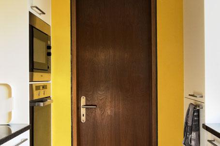 Bild einer Küche, das nur wenig Raumgefühl vermittelt