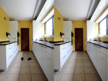 Immobilienfoto: Zwei Bilder einer Küche einmal mit einmal ohne herumstehende Pantoffel.