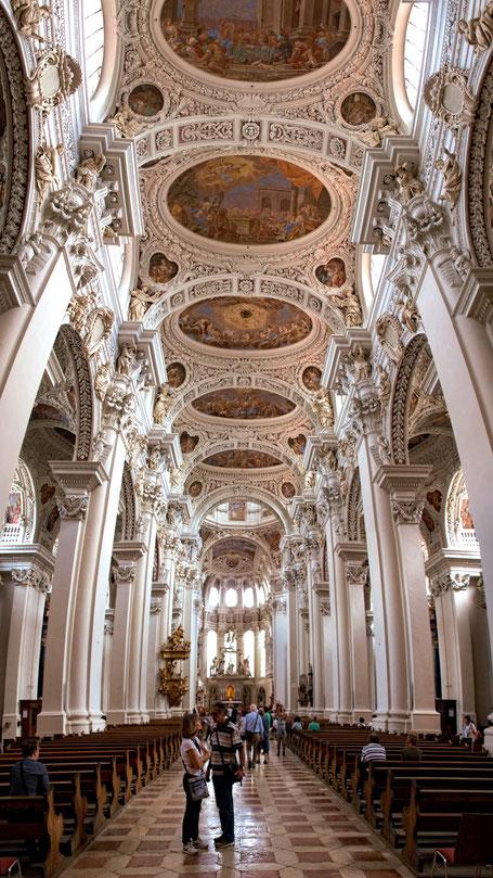 Immobilienfoto: Blick in die Kirche mit Boden und Decke