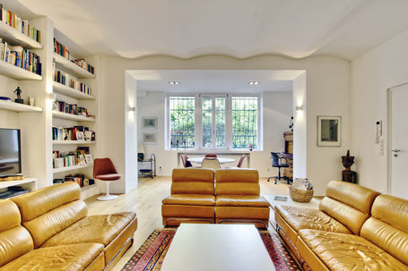 Immobilienfoto: korrekt belichtetes Wohnzimmer