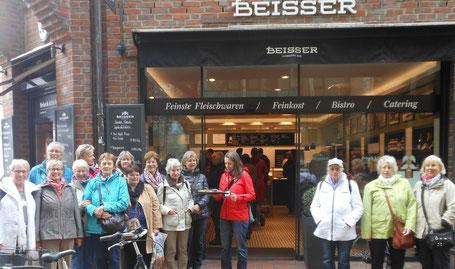 weitere Gruppe der kulinarisch-kulturellen Stadtführung durch Hamburg-Ottensen