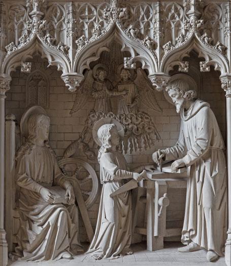 Der Zimmermann Josef vermittelt seinem Sohn handwerkliche Kenntnisse.