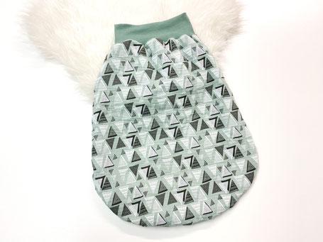 Schalfsack Pucksack aus Musselin, in grün mit Dreiecken