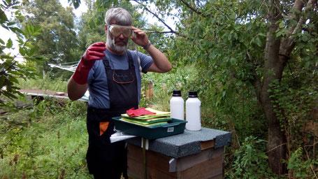 Ameisensäurebehandlung von Bienenvölkern