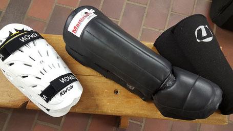 Schienbeinschutz, mit und ohne Fußspannschutz