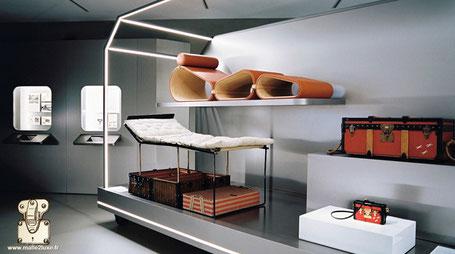 Exposition Louis Vuitton en france de malle et bagage ancien
