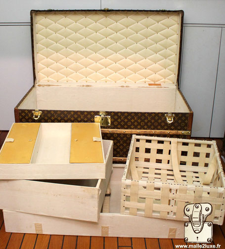 Interieur malle Louis Vuitton pour femme courrier