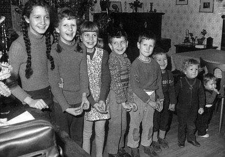 Die ersten acht Kinder, das neunte im Bauch