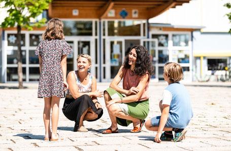Sandra Krautwaschl beim Lokalaugenschein in Eggersdorf mit VzBgmin Julia Reichart