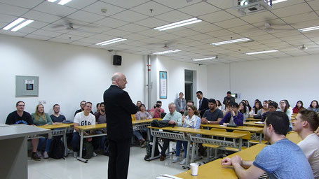 Prof. Dr. Schellhase in lesson
