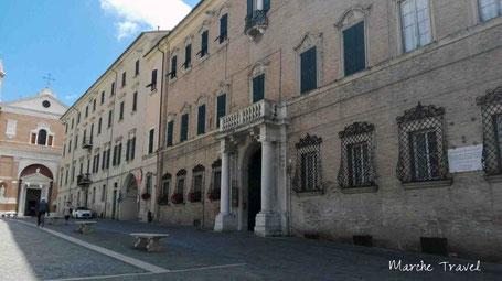 Jesi, Piazza Federico II e Duomo