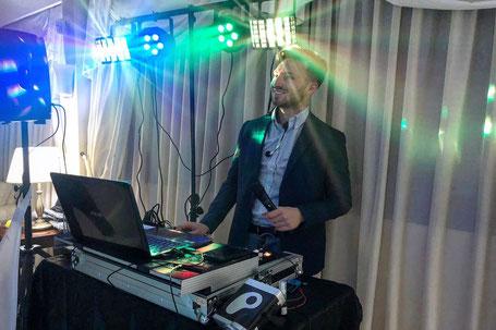 animatore dj che intrattiene e anima feste a Roma