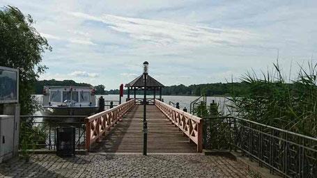 Seebrücke in Neuruppin - entdeckt auf der Radtour um den Ruppiner See