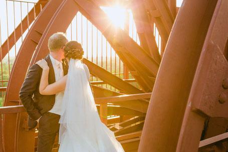 Hochzeitsfotograf Ruhrgebiet. Essen Zeche Zollverein. Förderturm Hochzeitsbilder
