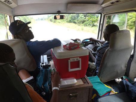 Genoeg te zien en te bespreken in de bus van Paramaribo naar Atjoni
