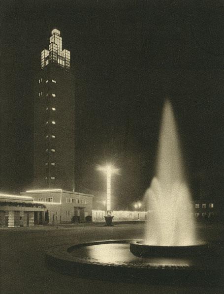 Ehrenhof mit Albinmüllerturm zur Theaterausstellung