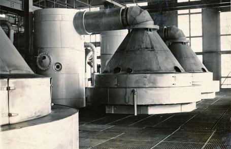 Ofenhaube als Zuführung von NH3-Luft für die Verbrennung. Durchmesser 2820 mm mit Schaugläsern und Zündlöchern. Material CrNi-Stahl.