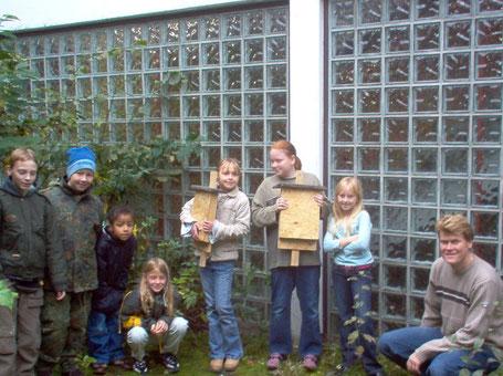 Bild: Schüler der Grundschule Fischbacher Berg mit dem Fachlehrer Markus Ising.