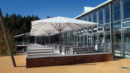 Große Sonnenschirme für Kindergärten und Seniorenheime, für Gastro und Bäckerei in HESSEN 63697 Hirzenhain ▶ FINK Sonnenschirme