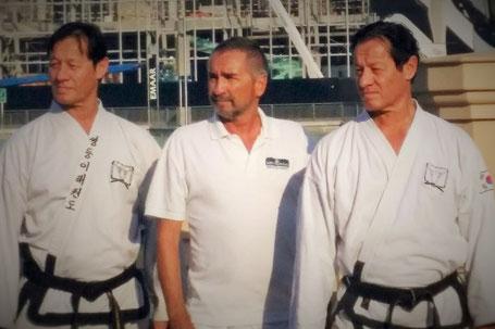 Hans Buchhart mit den Großmeistern George und Gerhard Maier in Dubai